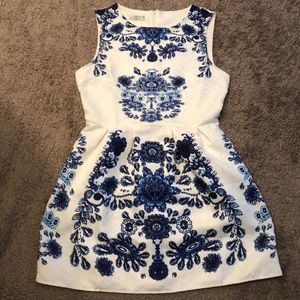 Dresses & Skirts - NWOT Beautiful blue and white floral dress!